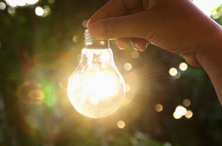 Top 9 Tips to Follow to Conserve Energy and Reduce Power Bills